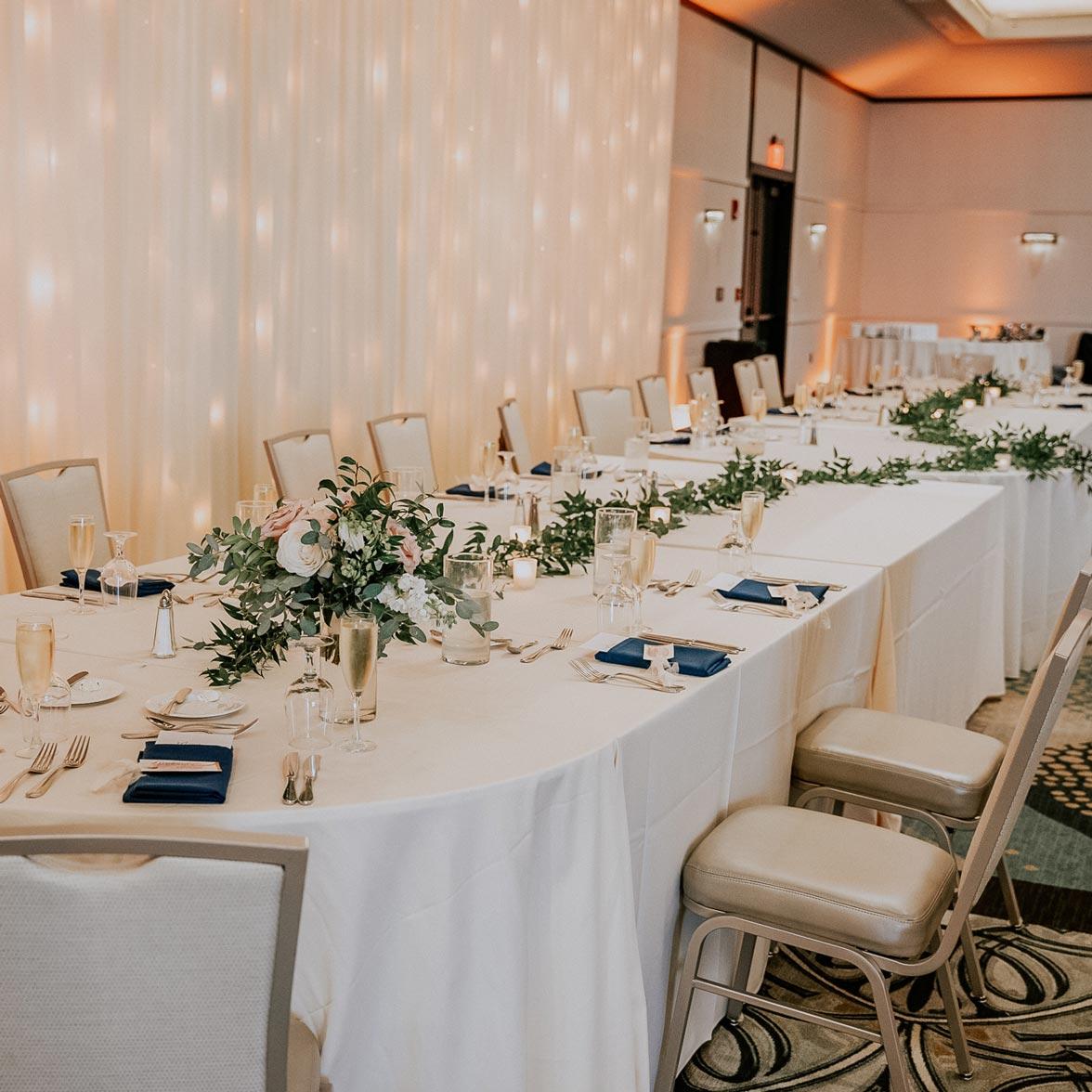fleur-de-lis-wedding-table